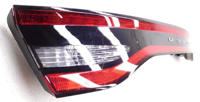 OEM Dodge Dart w//o Keyless Rear Center Tail Light Tail Lamp-Light Scratches