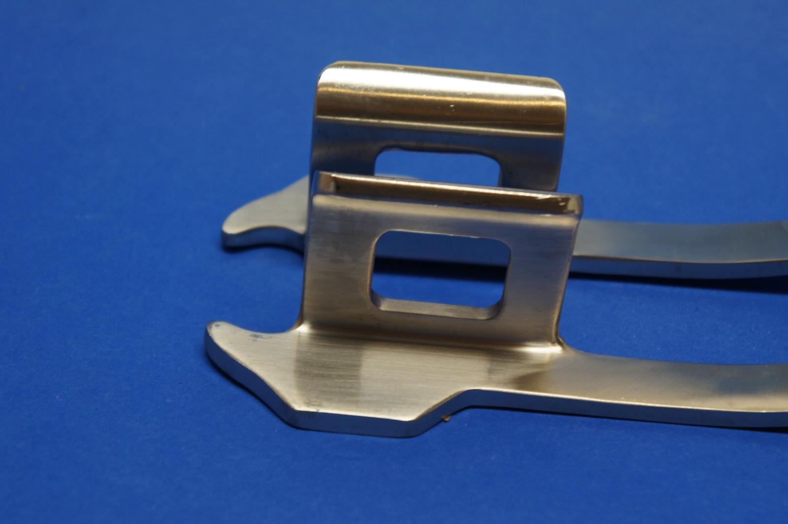07-863-21 Finocchieto Rib Retractor Medium Fenestrated Blade