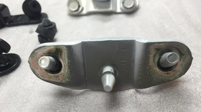 04 13 Chevy Colorado Gmc Canyon Tailgate Trunnions