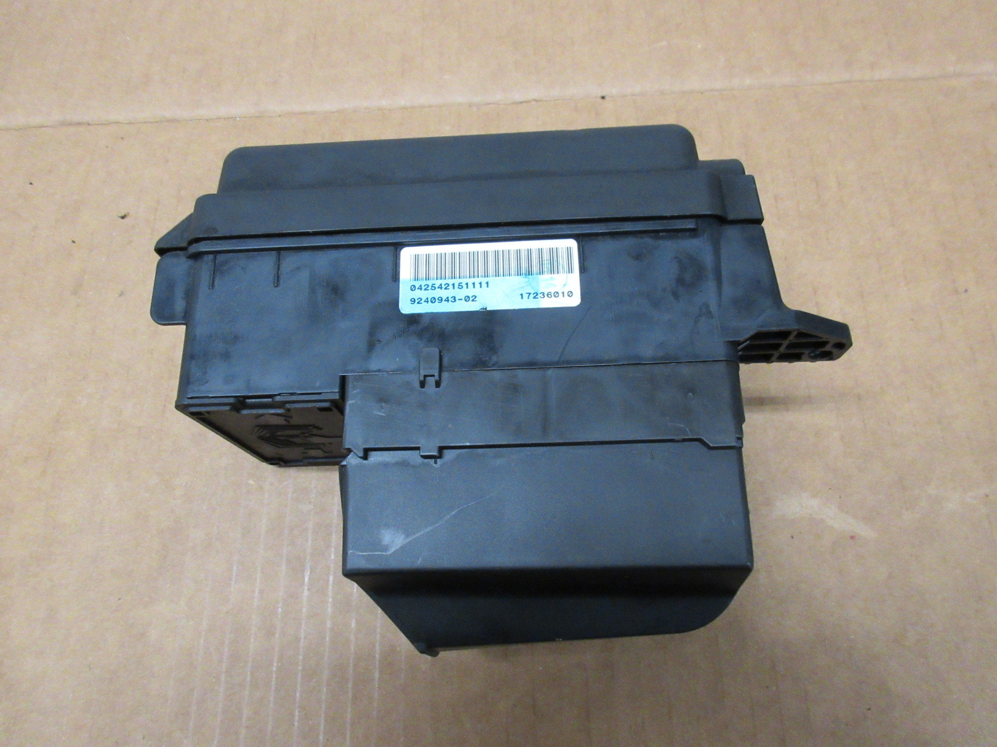 2012 Mini Cooper S R56 1027 Engine Bay Fuse Relay Junction Box Compartment 9240943
