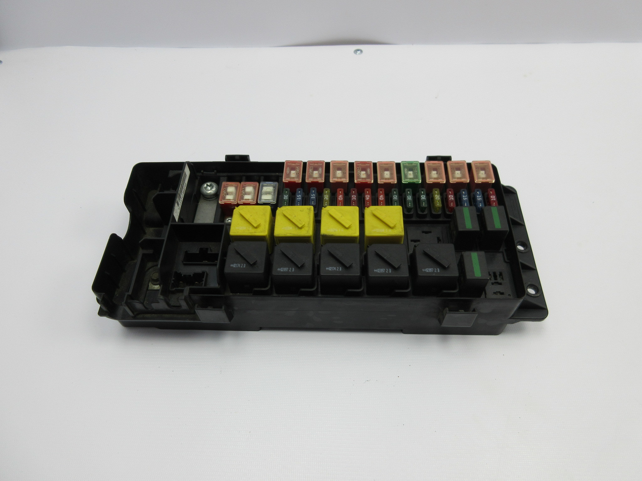 99-04 land rover discovery ii 2 #1034 engine bay relay fuse box yqe000310
