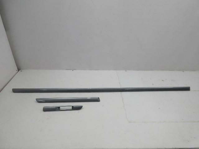 01-06 BMW M3 E46 Convertible #1047 Exterior Body Moulding Set Right