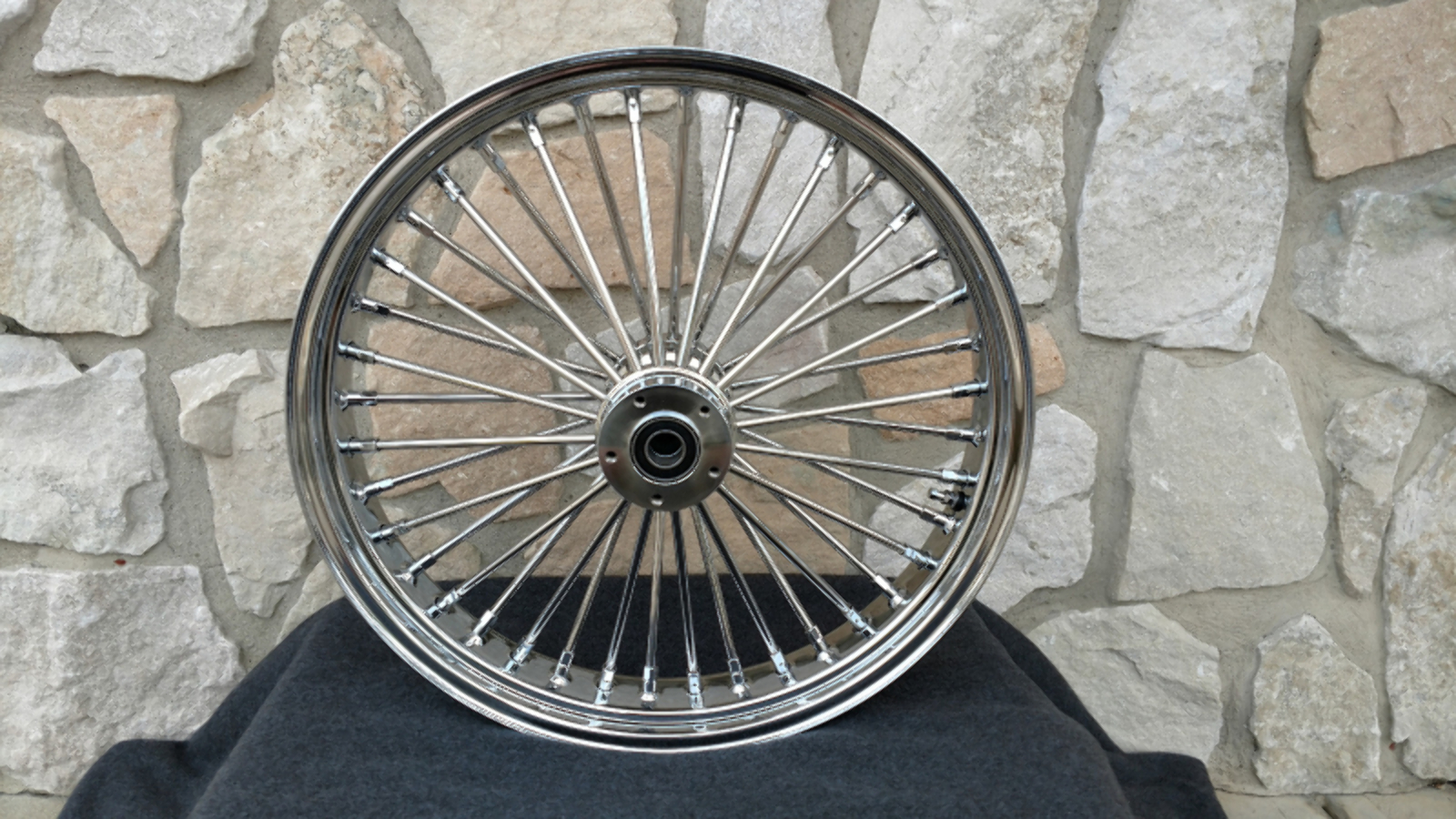 """18X4.25"""" DNA FAT SPOKE MAMMOTH REAR  WHEEL 2008-UP FOR HARLEY HERITAGE DELUXE"""